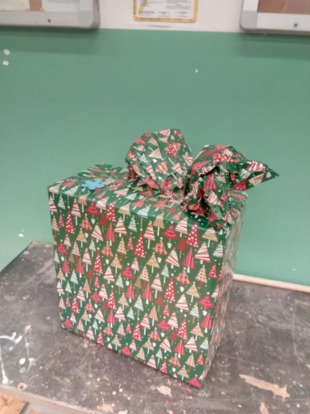 Ilustracja do aktualności Świąteczny prezent pod choinkę