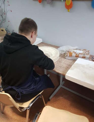 Ilustracja do aktualności Wizyta w pracowni ceramicznej